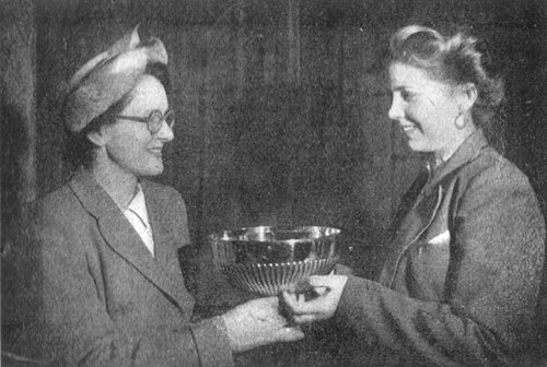 Sasha Albrechtova recieves her Spot Landing Trophy from Mrs Eva Bickerton.